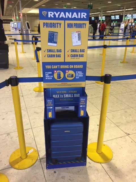 Neue Handgepäckvorrichtung bei Ryanair. Foto: Ryanair