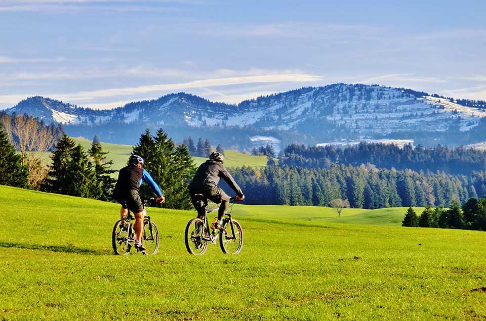 Allgäuer Käsestraße: Besonders beliebt sind die sieben Themen-Radtouren, die zwischen 29 und 60 Kilometern lang sind. / Foto: Tourist Information Weiler