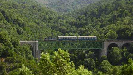 Trenino Verde auf der Brücke San Gerolamo. Copyright: Turismo Sardegna