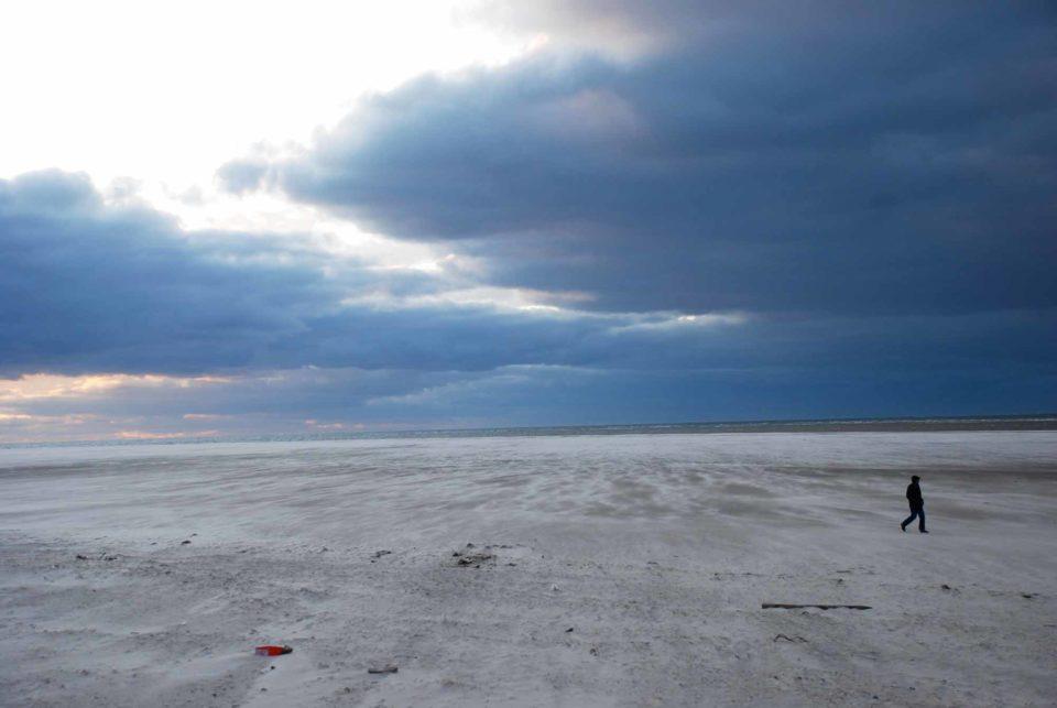 Der kilometerbreite Kniepsand schützend vor der Nordseeinsel Amrum / Foto: Kai Quedens