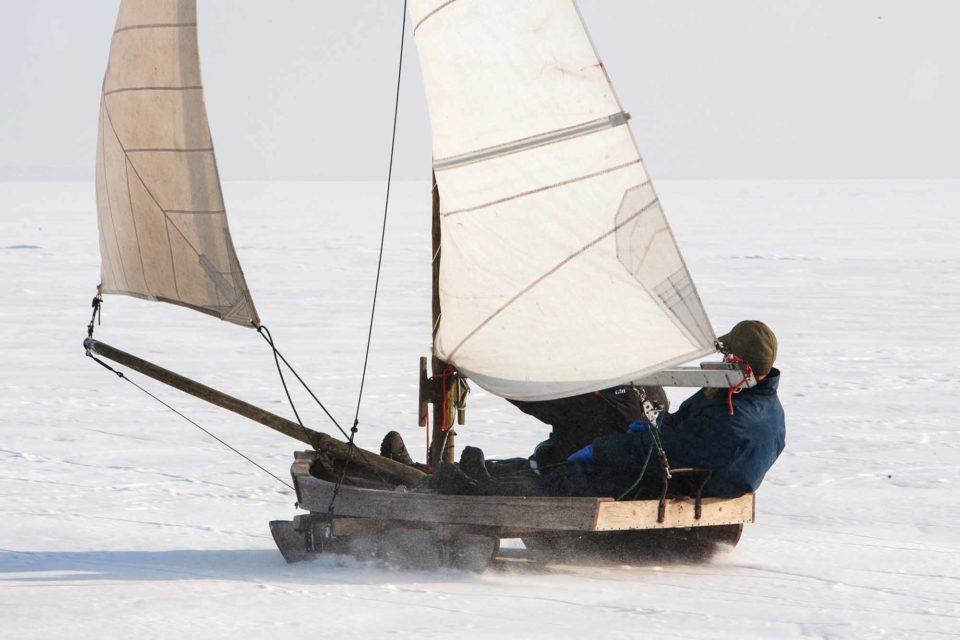 Hart am Wind auf dem Eis / Foto: Voigt & Kranz UG, Prerow