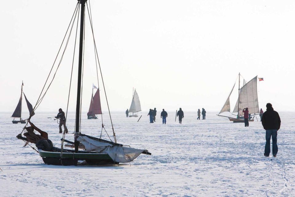 Eissegler ziehen Schaulustige an / Foto: Voigt & Kranz UG, Prerow