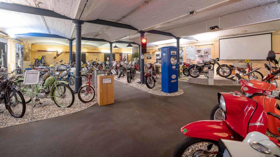 Simson-Mopeds im Motorrad-Museum / Cop