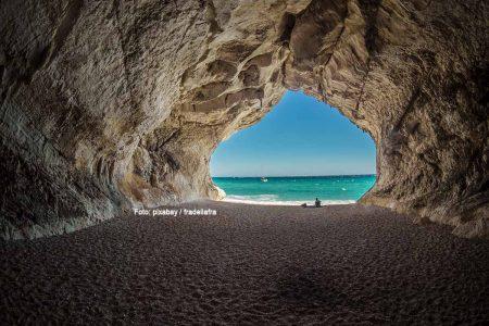 Sardinien verfügt über viele romantische Plätze. Foto: pixabay / fradellafra