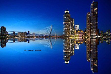 Rotterdams Sykline bei Nacht. Foto: pixabay / 3093594